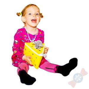Девочка с новогодним подарком Сырантелла