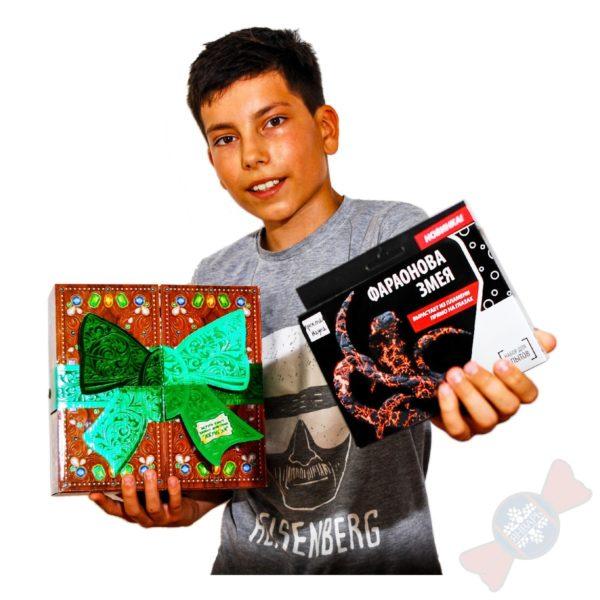 Новогодняя картонная упаковка Джуманджи