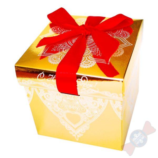 Красивый новогодний подарок Золотой куб