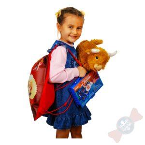 Ребенок с новогодним подарком 2021 «Рюкзак для творчества»